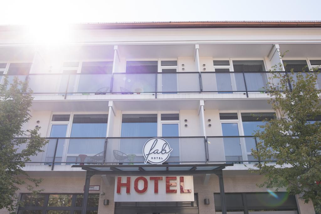 Herzlich willkommen im fab Hotel München
